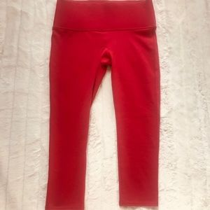 NWT SPANX Ready to Wow Capri structured leggings!